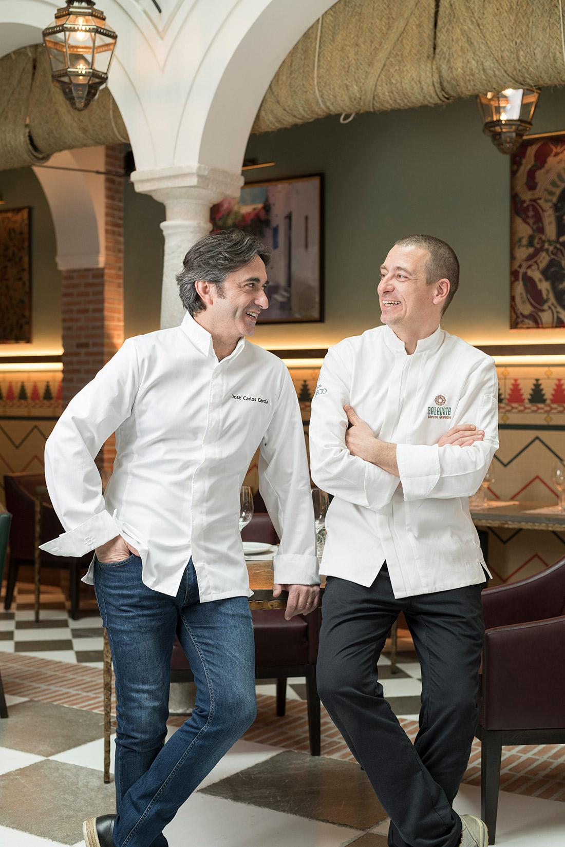 Al frente de nuestra cocina se encuentran el chef con Estrella Michelín, José Carlos García y nuestro jefe de cocina, Marcos Granados.